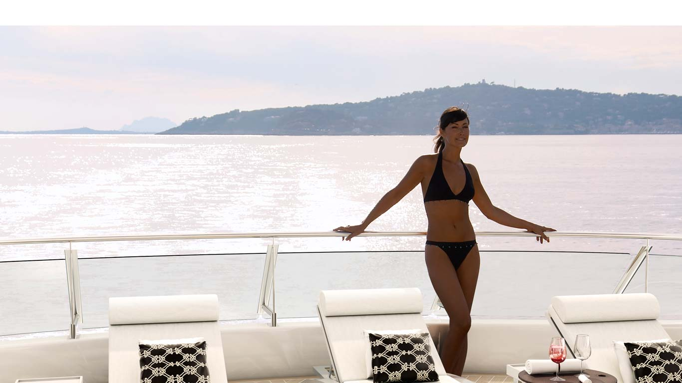 Quaranta superyacht catamaran sundeck